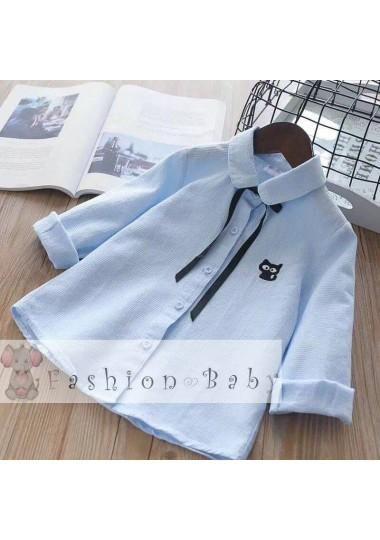 Голубая блузка с бантиком и вышитым котиком
