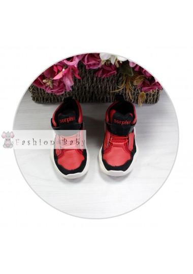 Кроссовки красные